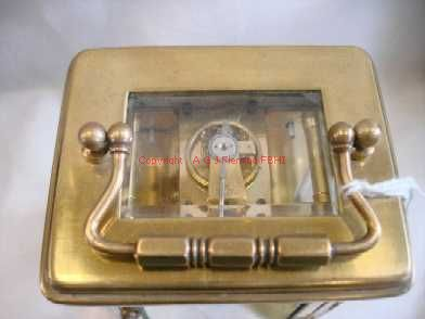 Top view of carriage clock with cylinder platform